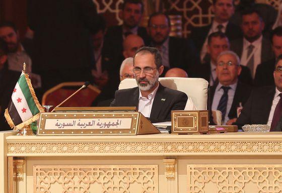 Al Khatib, representante de la oposición siria, durante la cumbre.