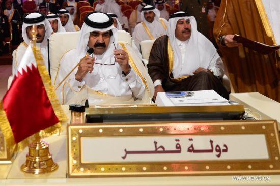 El emir de Catar, Hamad bin Khalifa al-Thani, durante la cumbre celebrada en su país.